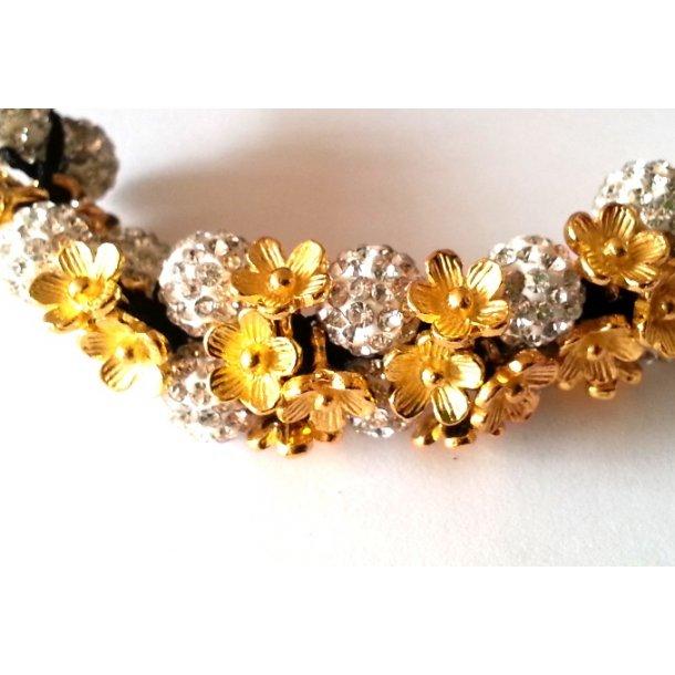 shamballa armbånd med blomster charms.